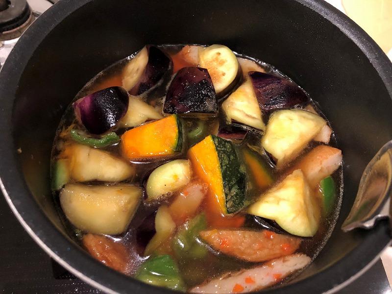 夏野菜の煮物にだし汁