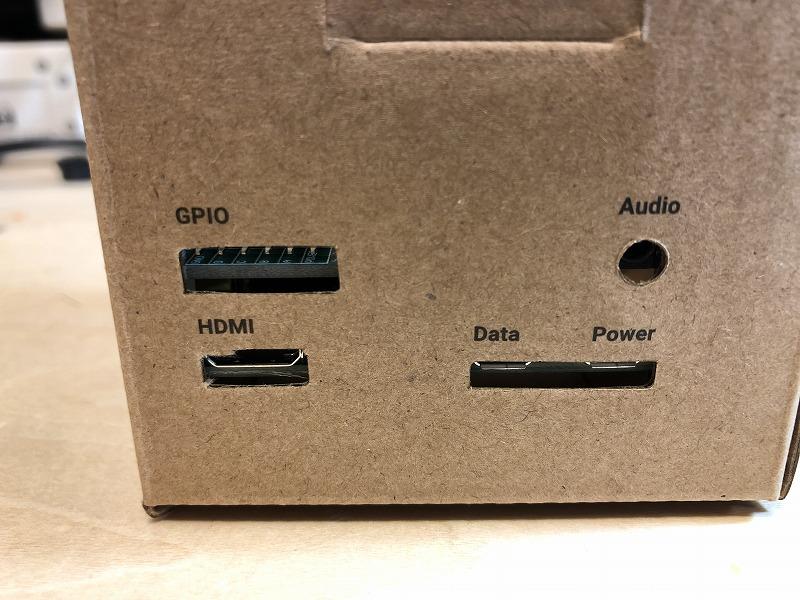 HDMIやマイクロUSB穴