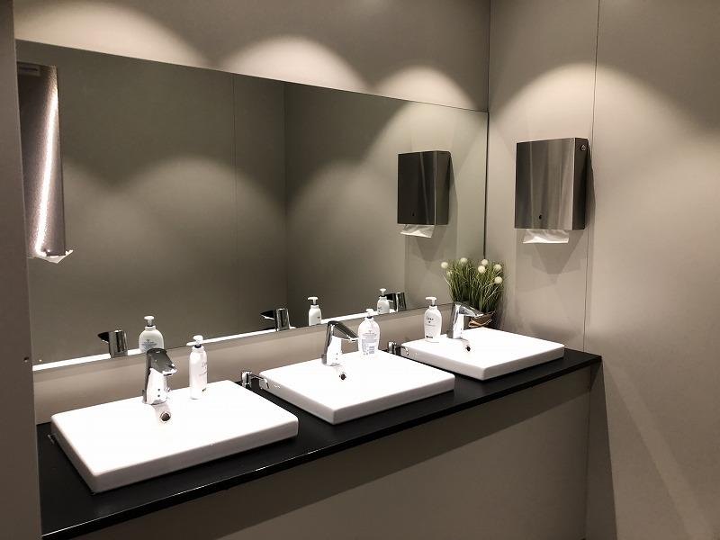 ヘルシンキ空港ラウンジトイレ