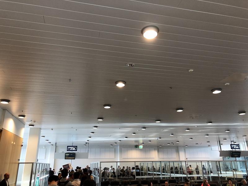 ヘルシンキ空港出発口