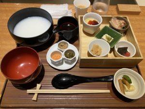 羽田空港ひとしなやで朝ごはん!白粥と鮭膳を食べてみた!