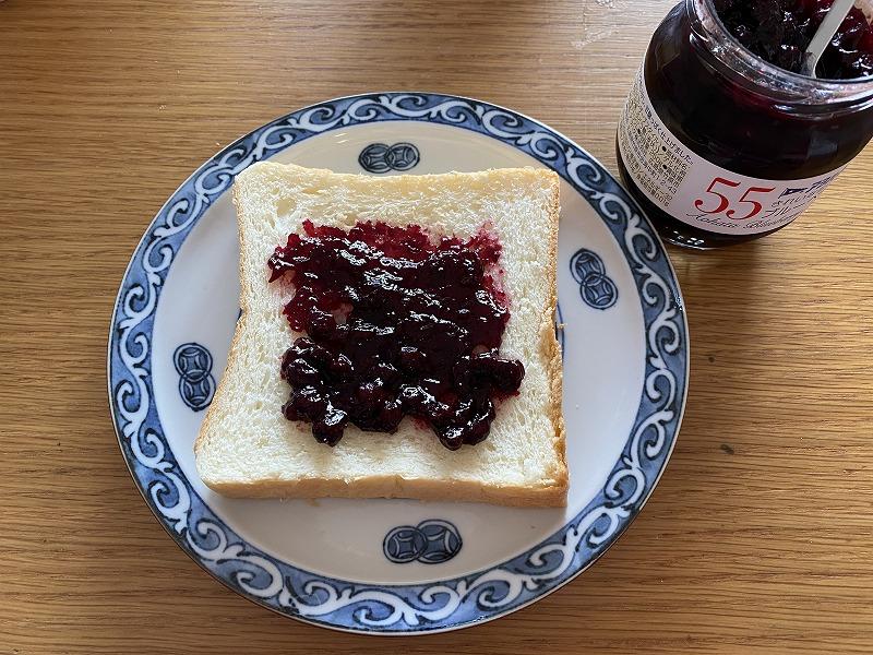 ジャムと高級食パン