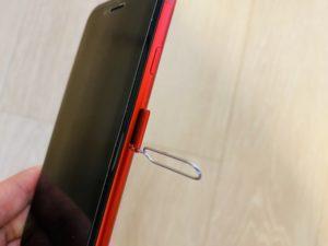新iPhoneSEに針を差す